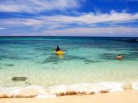 Pláže Oahu lze obdivovat i z kajaku