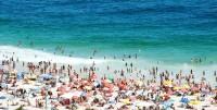 Na pláži Ipanema bývá dost plno