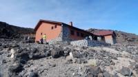 Chata Refugio de Altavista leží ve výšce 3260 metrů