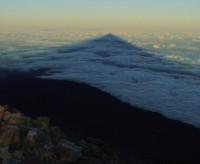 Východ slunce nad ostrovem La Palma z vrcholu Pico del Teide